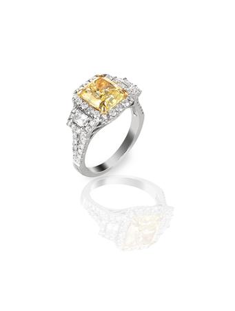 Beautiful Diamond Wedding band engagement ring with yellow center diamond Фото со стока