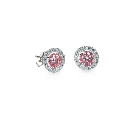 Rosa Diamant-Ohrstecker Paar isoliert auf weiß