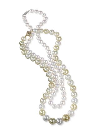Collier de perles Beatiful isolé sur un fond