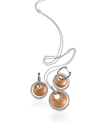 Diamond white and rose gold fashion necklace and earrings set isolated on white with a reflection 版權商用圖片