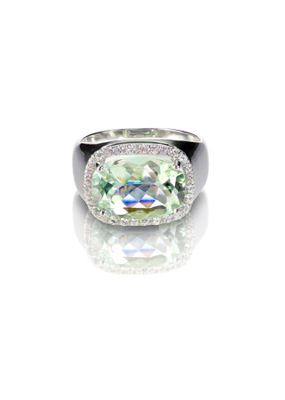 Large Cushion Cut Green Oval Gemstone Halo Ring isolated on white with a reflection 版權商用圖片