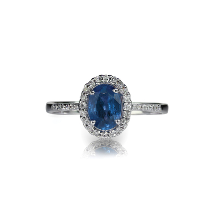 Beautiful sapphire and diamond wedding engagment ring gemstone center stone