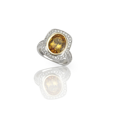 yellow diamond colored engagement ring topaz citrine 版權商用圖片 - 107735893