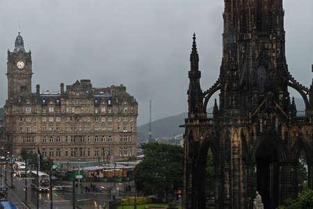 Vista di notte del monumento di Edimburgo Archivio Fotografico - 82469011