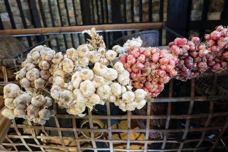 garlics: Garlics and red onion