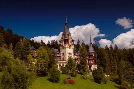 SINAIA, circa 2016 - Wide angle postcard view of the Peles Castle in Sinaia, Romania Stok Fotoğraf - 83199323