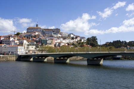 Panoramique de la ville de Coimbra et c'est l'universit�.