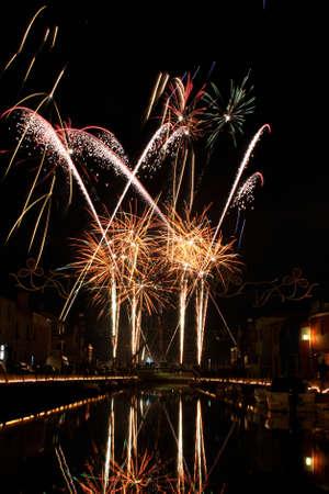 Fireworks sur une rivi�re.