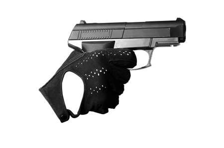 gatillo: mano con una pistola en un guante negro apuntar y apretar el gatillo Foto de archivo