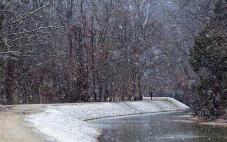 Runner in the Snow Imagens - 66953524