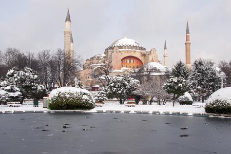 Hagia Sophia in de winterdag met sneeuw, Istanboel, Turkije; Stockfoto