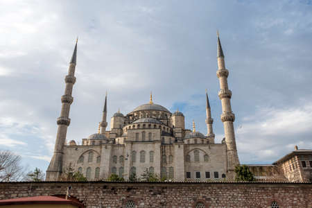 Sultan Ahmed Mosque (Blue mosque) in Istanbul in the cloudy beatiful day, Turkey Archivio Fotografico
