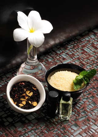 Aromatherapy with bath salts and essential oils Foto de archivo