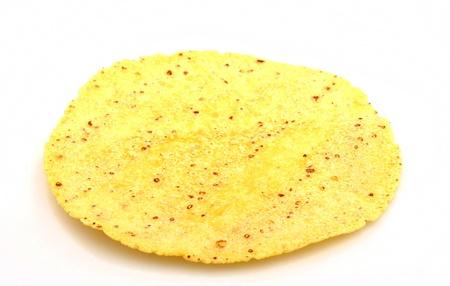 corn tortillas: Tortilla de ma�z normal en el fondo blanco
