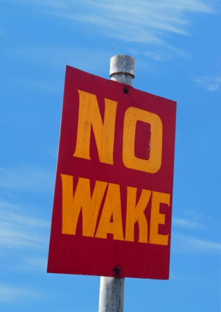 no wake sign for the marine and boating industry Banco de Imagens