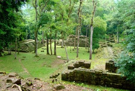 古代マヤの神殿の遺跡 - コパンルイーナスまたはコパン遺跡ホンジュラスで 写真素材