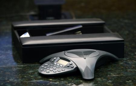 Technologie voor een bedrijf teleconferentie oproep in een modern kantoorgebouw of vergaderruimte