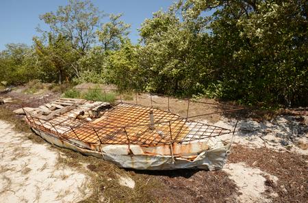 Vluchteling raften voor de kust Stockfoto