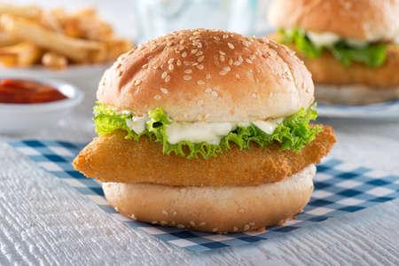 Een heerlijke krokante zelfgemaakte vis sandwich.