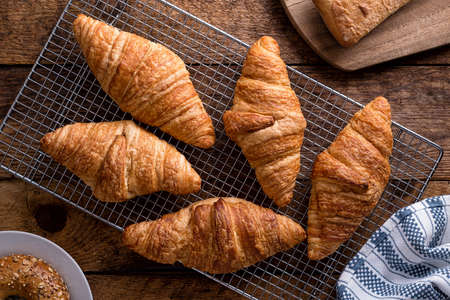 Fresh baked croissants cooling on a rack. 스톡 콘텐츠