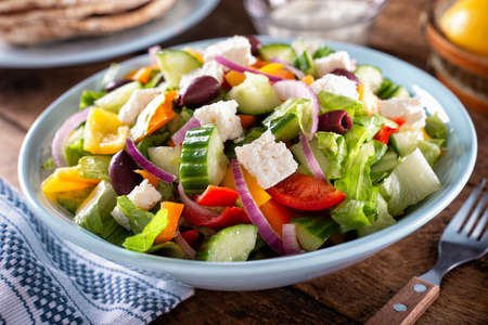 A bowl of delicious homemade greek salad with pita bread. 스톡 콘텐츠 - 137945869