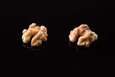 Walnuts, peeled and ready to eat on a shiny methacrylate surface Imagens
