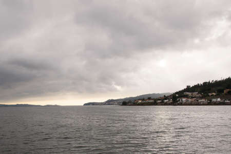 Views of evil land and sky, from a boat, of the Ria de Pontevedra in Galicia, Spain, Europe. Banque d'images