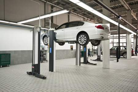 repair shop: Auto repair shop