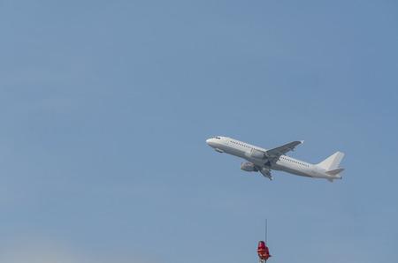 aviones pasajeros: Vista lateral de los aviones de pasajeros en el inicio.