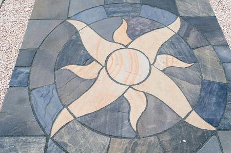 piso piedra: Detalles sol con baldosas de piedra para jardín al aire libre