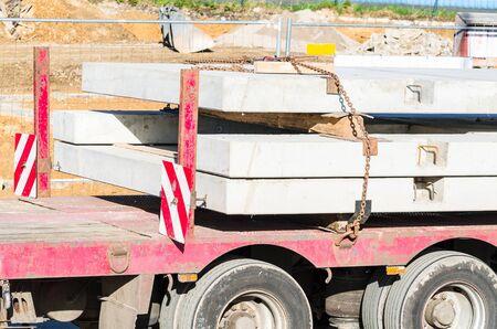 precast: Truck-trailer with precast concrete for prefabricated houses.