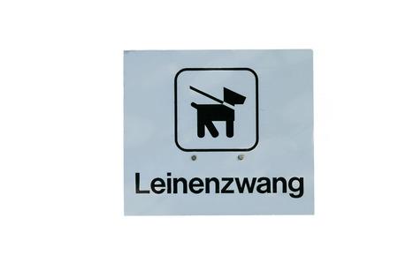 bid: Pujar perro signo en signo correa correa inscripción contra el fondo blanco.