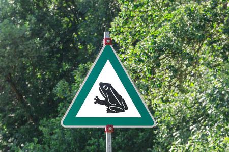grenouille: Inscrivez-alerte grenouille Toad Walk, danger passage grenouilles par une route.