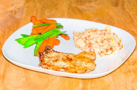pure de papas: Picar con puré de patatas con herederos, zanahorias y frijoles.