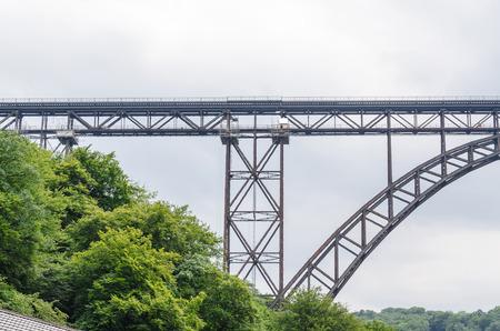 Müngstener 橋は、ドイツで最も高い鉄道橋です。1918 年までカイザー ・ ヴィルヘルム橋呼ばれました。 1894 年に建設した年、107 m の高さ、全長 465 m。 写真素材
