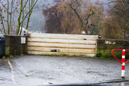 dysentery: Flood control after heavy rains at the Ruhr lock in Essen Kettwig in Germany.