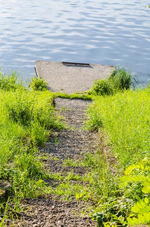 perspectiva lineal: amarre de buques abandonados en el Ruhr en Essen, Alemania