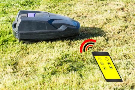 芝刈り機ロボット、スマート フォンを介して自動芝刈り機制御。