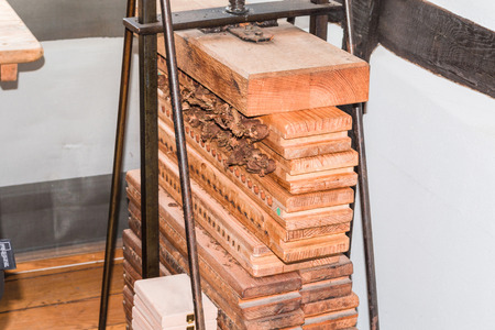 luxuriously: Old cigar press made of wood for pressing and drying the finished rolled cigars.