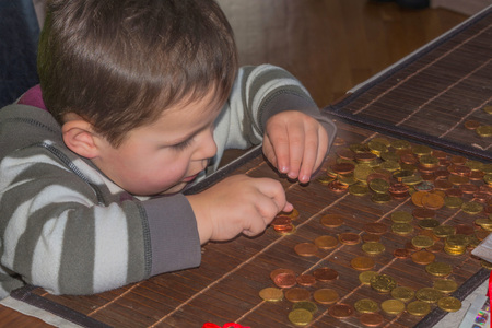 geldschein: Child and a pile of money coins. Concept Save money. Stock Photo