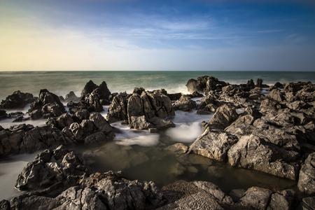 mare agitato: Una giornata di vento nella citt� di Cefal�, nel mare agitato domina le rocce.
