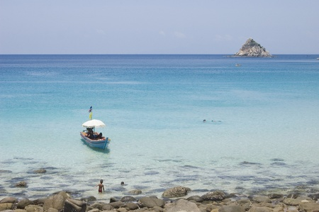 swimm: Thailande - Koh Tao - The bay of Ao Leuk and view on Sharks Island