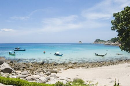 snorkelling: Beach of Ao Leuk : long-tail boats, swimmers, snorkelling  in Koh Tao, Thailand