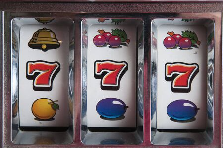 Machine games with a jackpot three seven