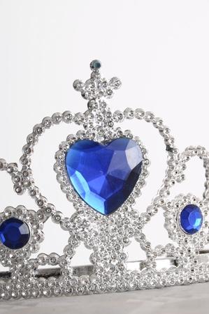 プリンセス クラウンのようなダイヤモンドと青の宝石とグッズ ティアラ 写真素材