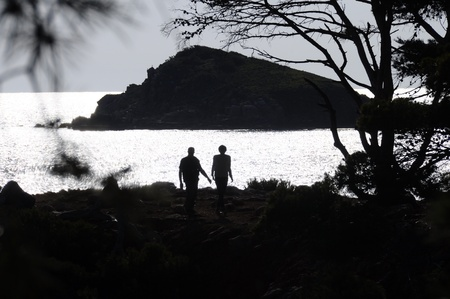 Man and woman silhouettes in front of brilliant sea in South France photo