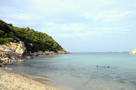 koh tao: Morning on sandy beach of Ao Leuk in Koh Tao island, Thailand