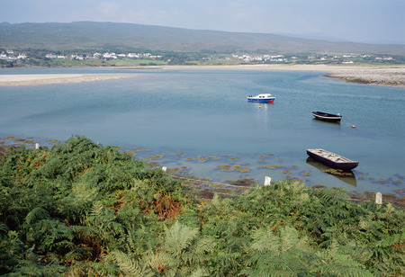achill: Overview of bay with small boats and villages in Ireland