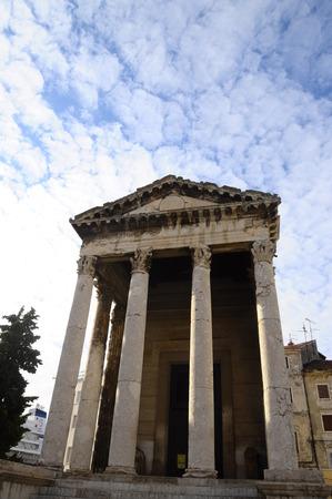 Roman temple: Agosto templo romano en Pula, Croacia
