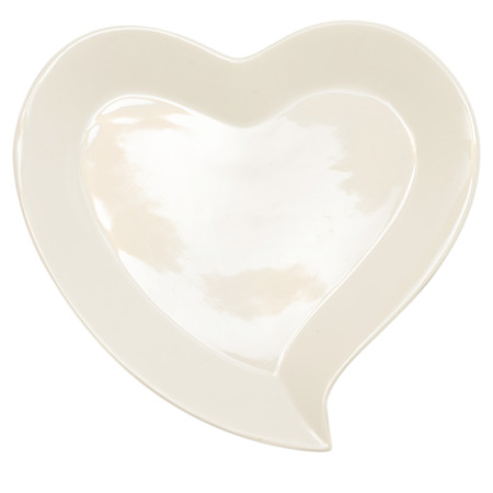 plato del buen comer: placa en forma de corazón aislado en el fondo blanco con el camino de recortes Foto de archivo